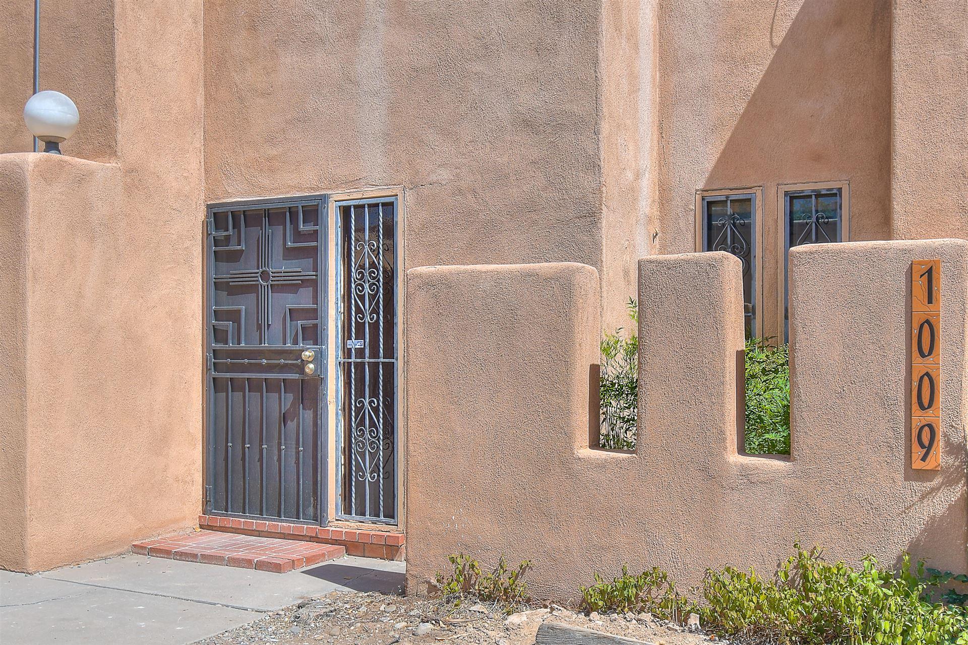 Photo of 1009 GUADALUPE DEL PRADO Street NW, Albuquerque, NM 87107 (MLS # 976478)