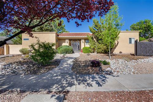 Photo of 5620 MOON Street NE, Albuquerque, NM 87111 (MLS # 991479)