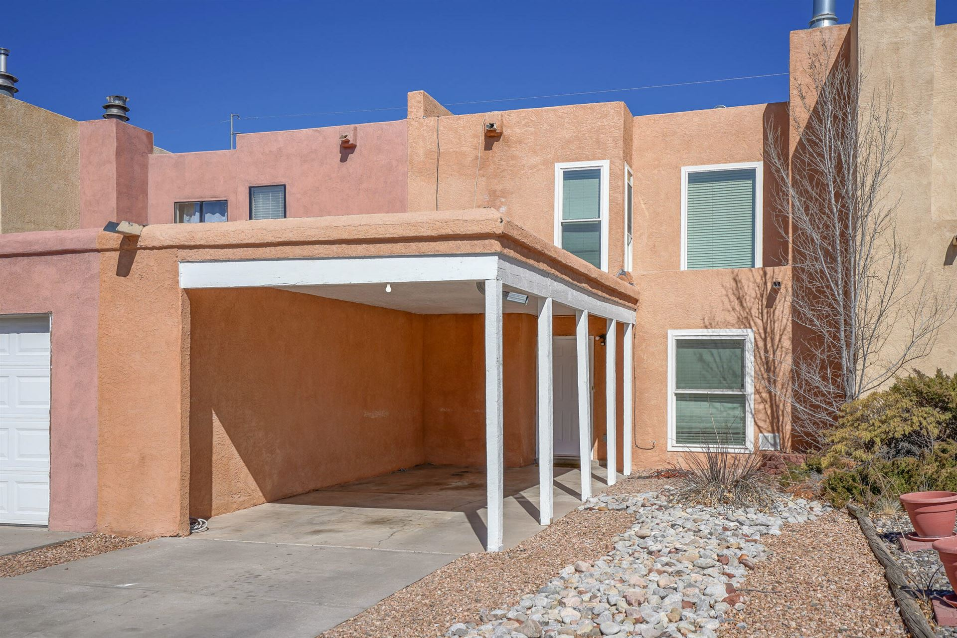 Photo of 9013 HENDRIX Road NE, Albuquerque, NM 87111 (MLS # 986484)