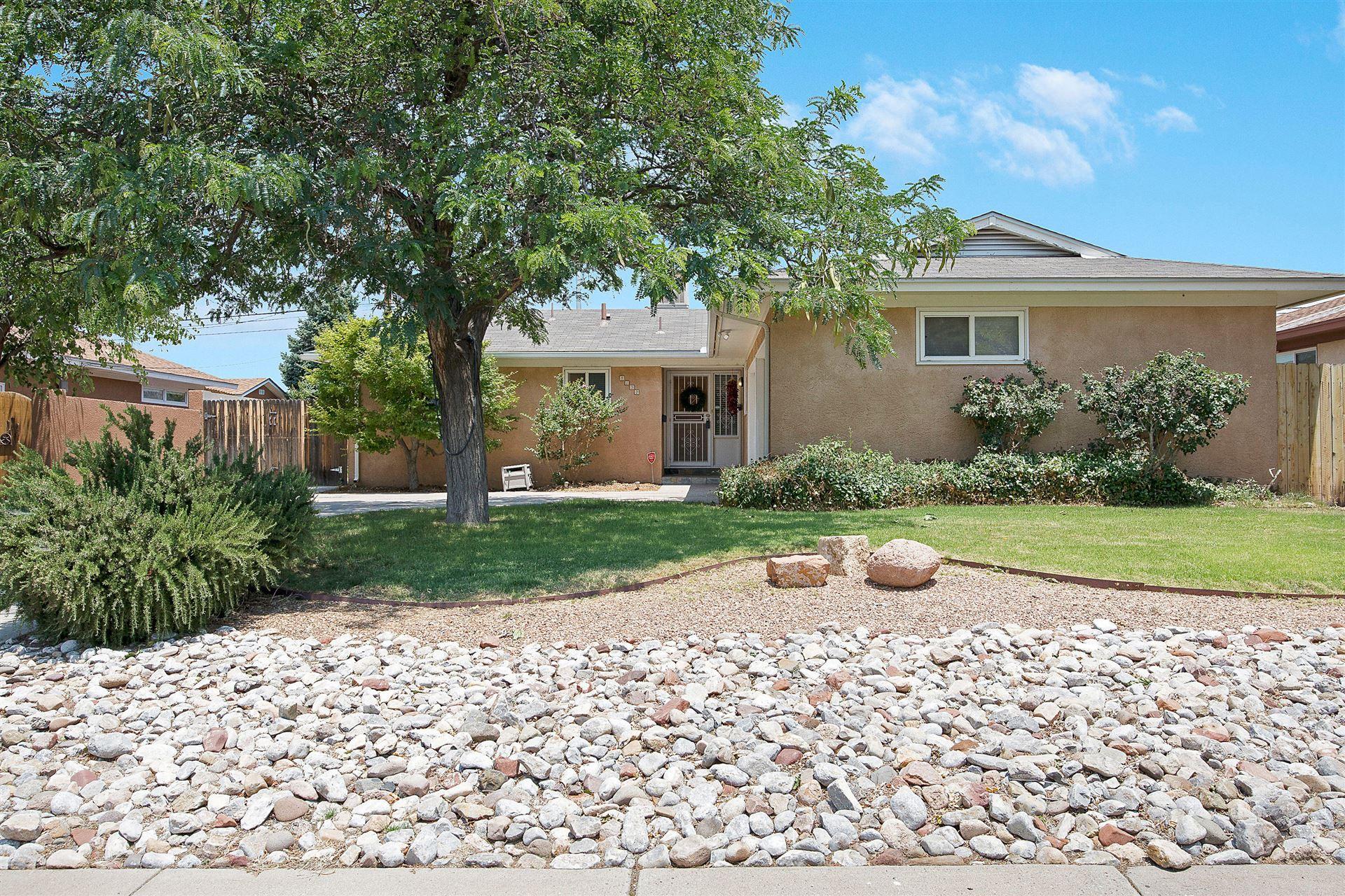 Photo of 2132 GLORIETA Street NE, Albuquerque, NM 87112 (MLS # 994485)