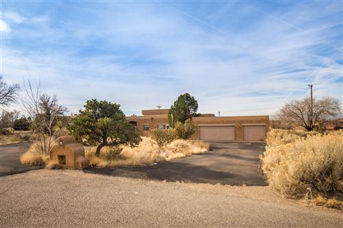 Photo of 1724 QUAIL RUN Court NE, Albuquerque, NM 87122 (MLS # 974487)