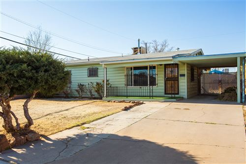 Photo of 1304 Aztec Road NW, Albuquerque, NM 87107 (MLS # 989494)