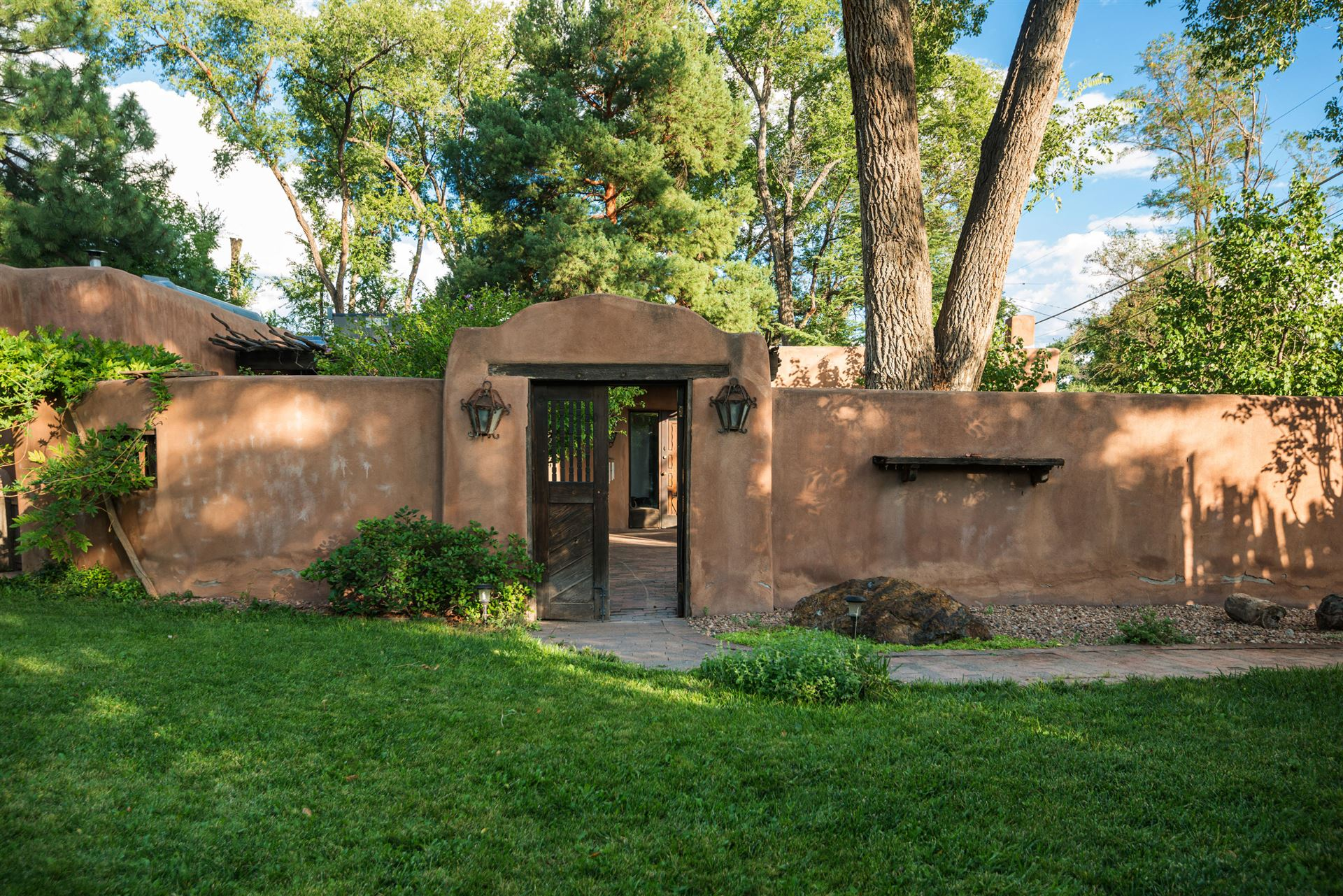 Photo of 8905 GUADALUPE Trail NW, Albuquerque, NM 87114 (MLS # 968494)