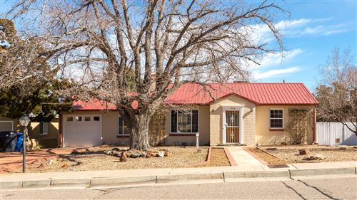 Photo of 404 ALISO Drive SE, Albuquerque, NM 87108 (MLS # 962497)