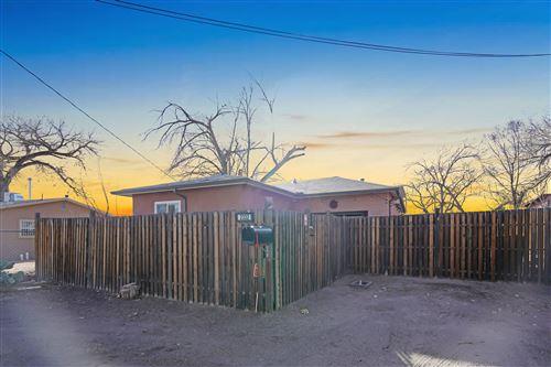 Photo of 2332 SALVADOR Road SW, Albuquerque, NM 87105 (MLS # 986497)