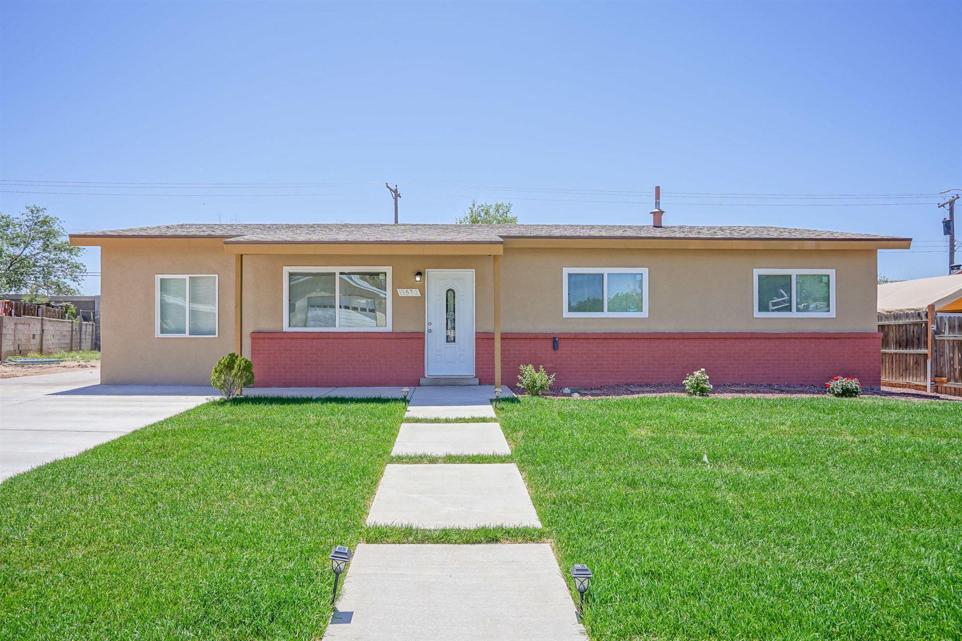 Photo of 11532 N Freeway Place NE, Albuquerque, NM 87123 (MLS # 991500)