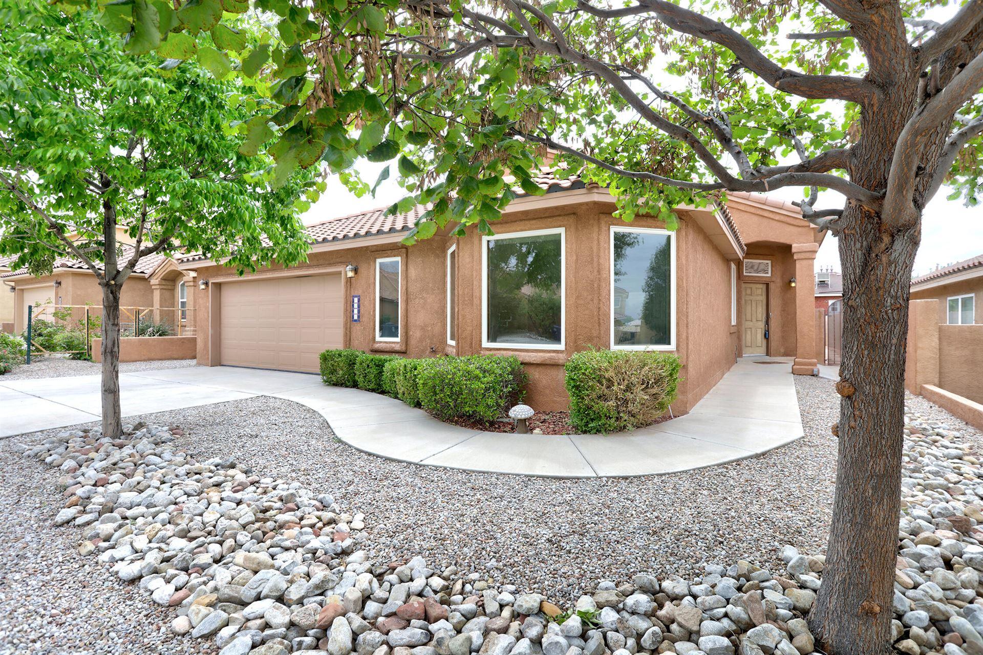 Photo of 8424 Tierra Morena Place NE, Albuquerque, NM 87122 (MLS # 1000501)
