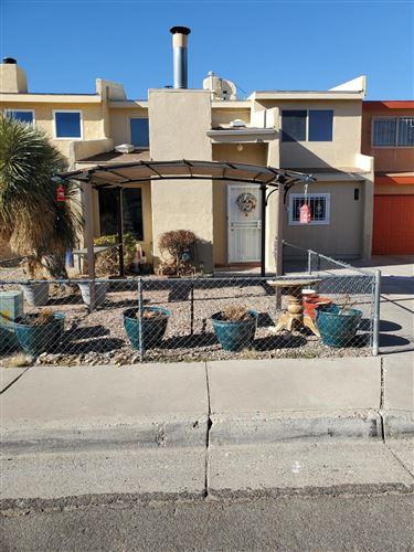 Photo of 207 SHAWNEE Court SE, Albuquerque, NM 87108 (MLS # 983510)