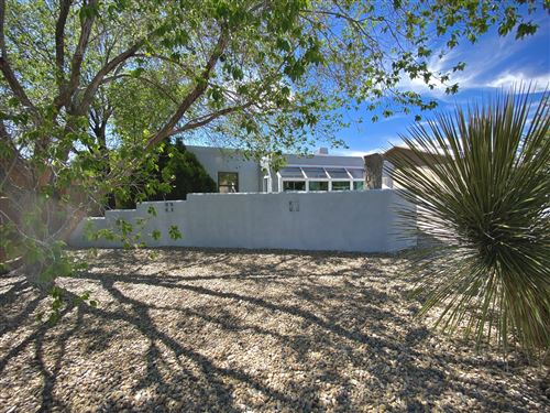 Photo of 631 QUINCY Street NE, Albuquerque, NM 87110 (MLS # 967522)
