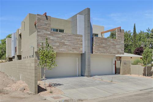 Photo of 1512 San Patricio Avenue SW, Albuquerque, NM 87104 (MLS # 980527)