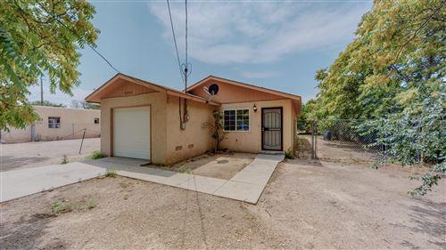 Photo of 2221 William Street SE, Albuquerque, NM 87102 (MLS # 997537)