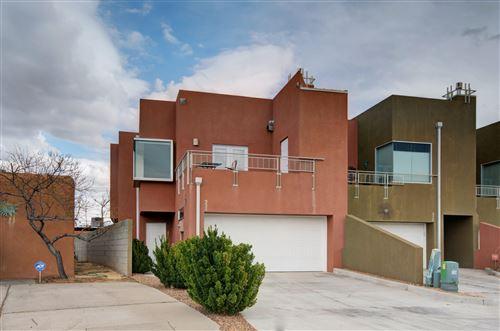 Photo of 324 VALVERDE Drive SE, Albuquerque, NM 87108 (MLS # 989547)
