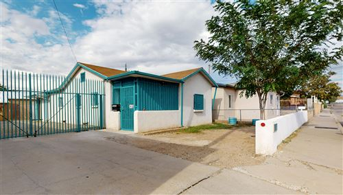 Photo of 115 La Poblana Road NW, Albuquerque, NM 87107 (MLS # 974553)