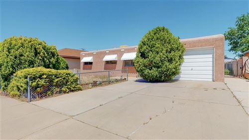 Photo of 832 LOMA HERMOSA Drive NW, Albuquerque, NM 87105 (MLS # 991553)