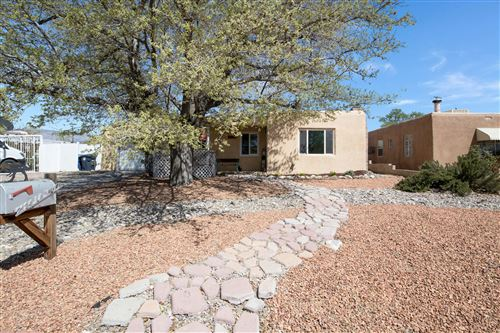 Photo of 2124 LA VETA Drive NE, Albuquerque, NM 87110 (MLS # 989579)