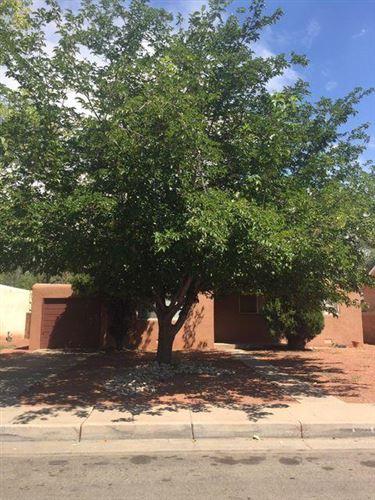 Photo of 720 KENTUCKY Street SE, Albuquerque, NM 87108 (MLS # 985585)