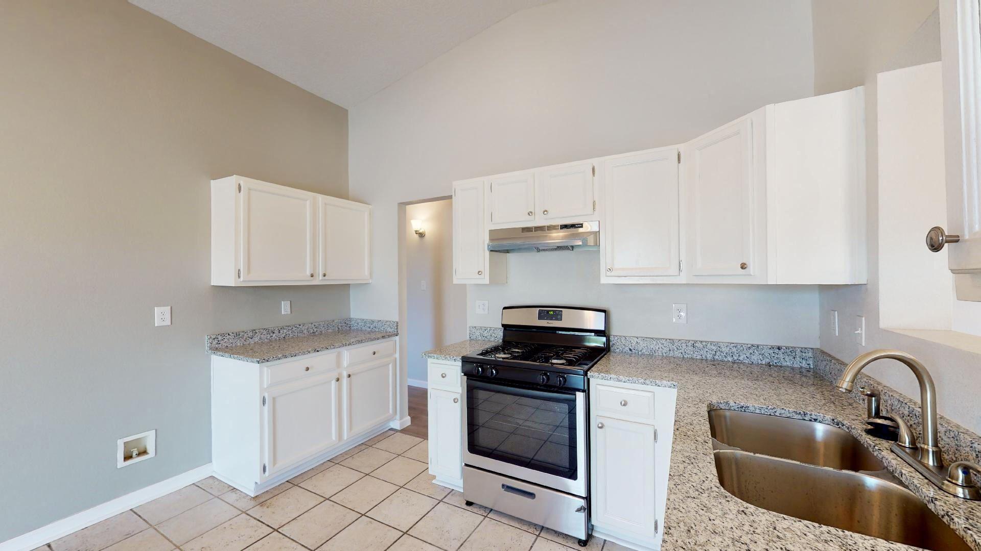 Photo of 11201 ROAN Avenue SW, Albuquerque, NM 87121 (MLS # 994586)
