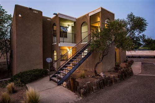 Photo of 2915 Vail Avenue SE, Albuquerque, NM 87106 (MLS # 977592)