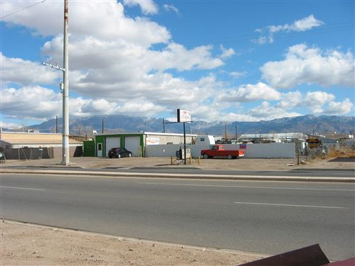 Photo of 4016 2Nd Street NW, Albuquerque, NM 87107 (MLS # 856593)