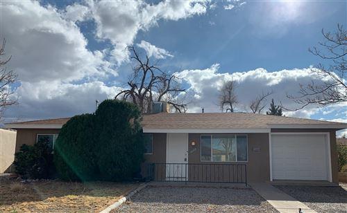 Photo of 3702 AZTEC Road NE, Albuquerque, NM 87110 (MLS # 981595)