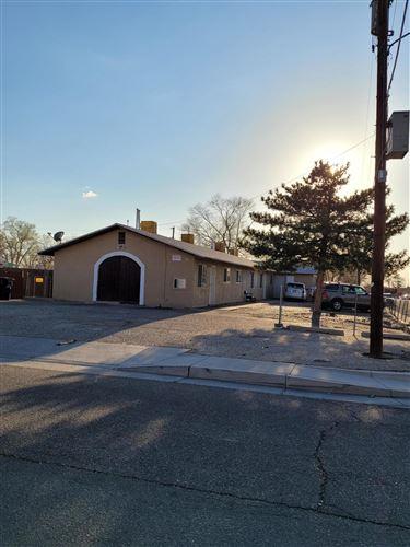 Photo of 301 UTAH Street SE, Albuquerque, NM 87108 (MLS # 989617)