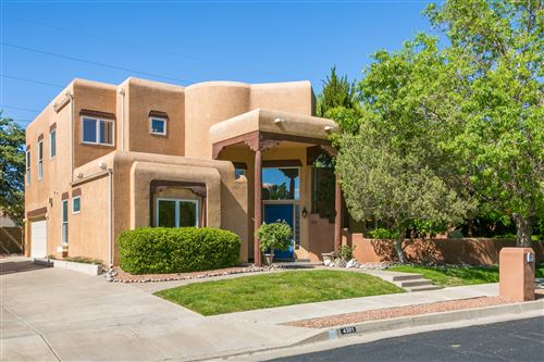 Photo of 4301 VIA DE LUNA NE, Albuquerque, NM 87110 (MLS # 982622)