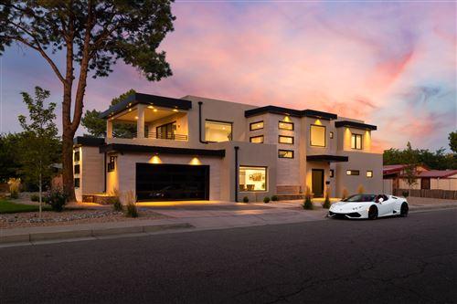Photo of 1725 ESCALANTE Avenue SW, Albuquerque, NM 87104 (MLS # 976635)