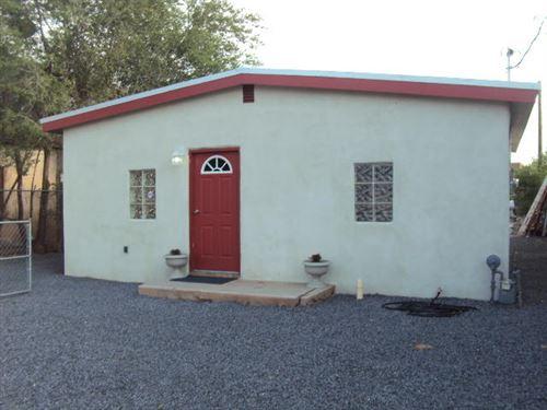 Photo of 1644 GRIEGOS Road NW, Albuquerque, NM 87107 (MLS # 996642)
