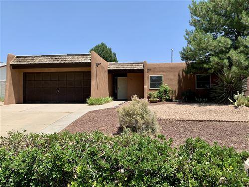 Photo of 840 EASTRIDGE Drive NE, Albuquerque, NM 87123 (MLS # 971655)