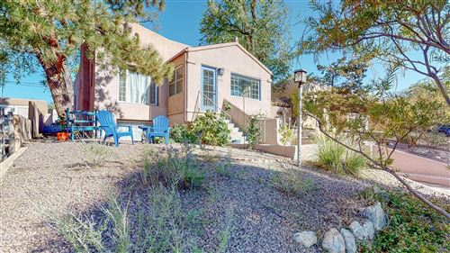 Photo of 423 MAPLE Street NE, Albuquerque, NM 87106 (MLS # 977659)