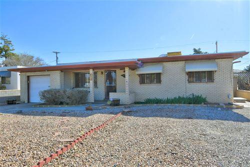 Photo of 812 KENTUCKY Street SE, Albuquerque, NM 87108 (MLS # 989660)