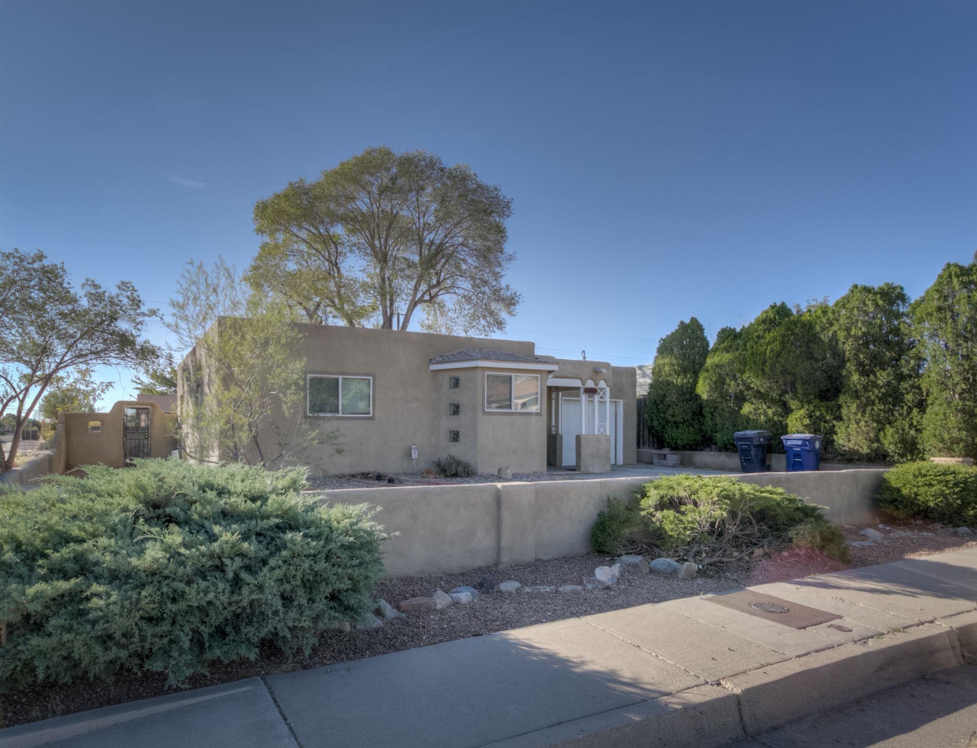 Photo of 501 DALLAS Street NE, Albuquerque, NM 87108 (MLS # 979668)