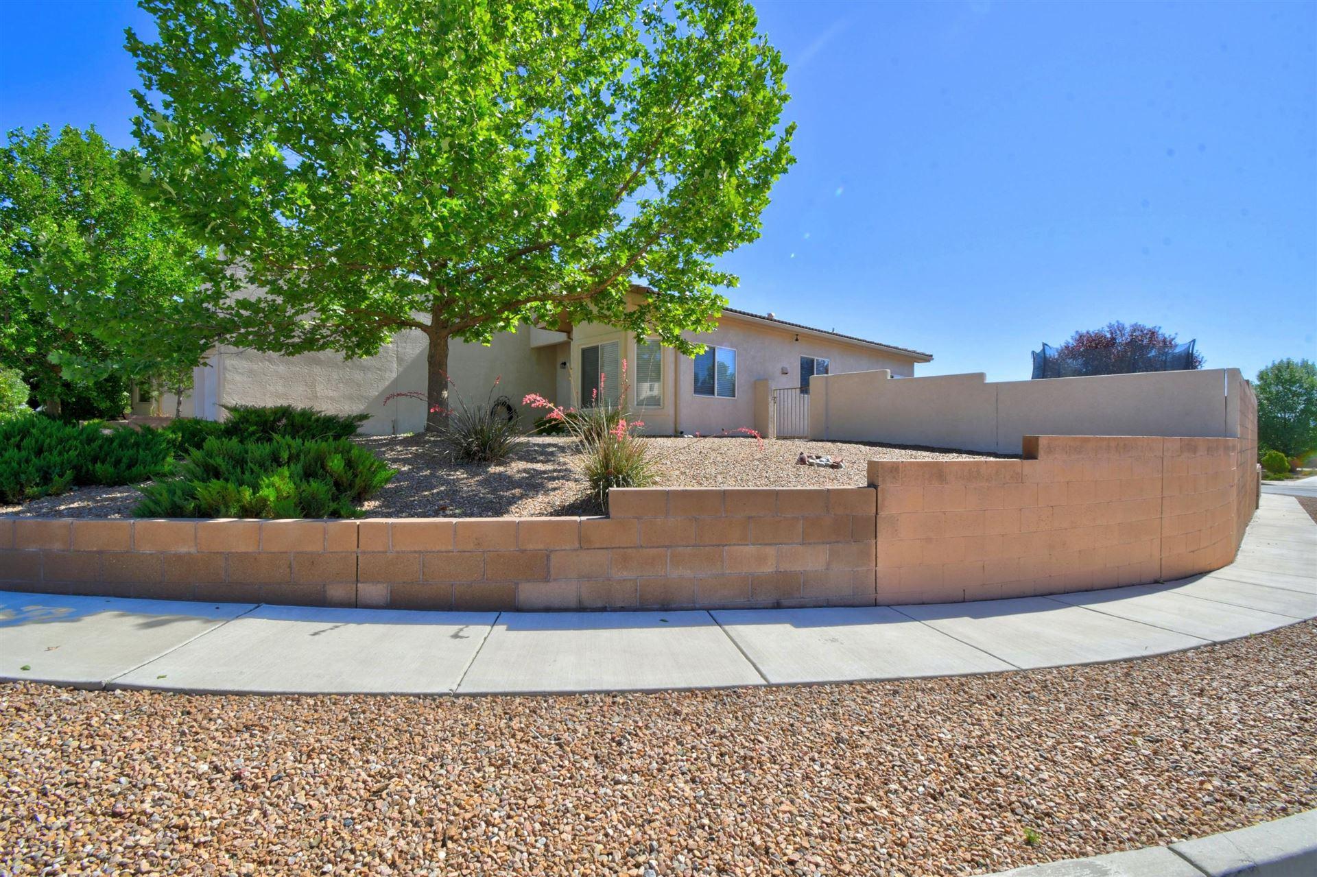 Photo of 3316 RIO PLATA Drive SW, Albuquerque, NM 87121 (MLS # 994677)