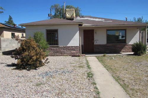Photo of 1902 Palomas Drive NE, Albuquerque, NM 87110 (MLS # 971680)
