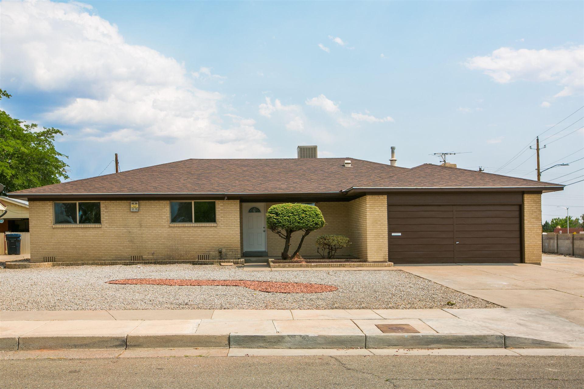 Photo of 7000 DELLWOOD Road NE, Albuquerque, NM 87110 (MLS # 994682)