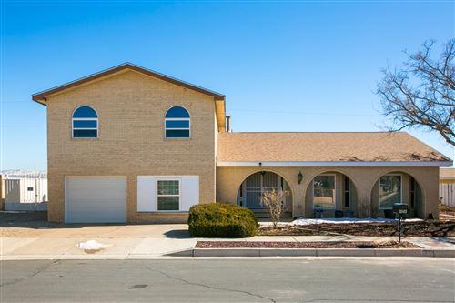 Photo of 908 Alta Vista Court SW, Albuquerque, NM 87105 (MLS # 986698)