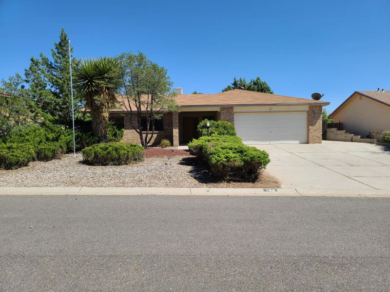 Photo of 100 Idaho Road NE, Rio Rancho, NM 87124 (MLS # 977707)