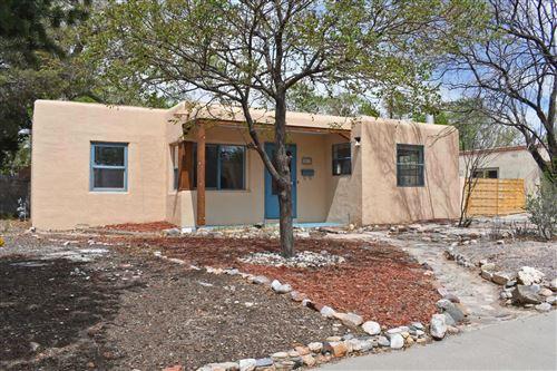 Photo of 3913 SIMMS Avenue SE, Albuquerque, NM 87108 (MLS # 989709)