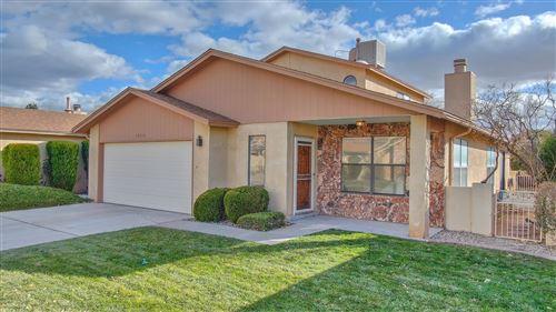Photo of 10516 Griffith Park Drive NE, Albuquerque, NM 87123 (MLS # 981712)