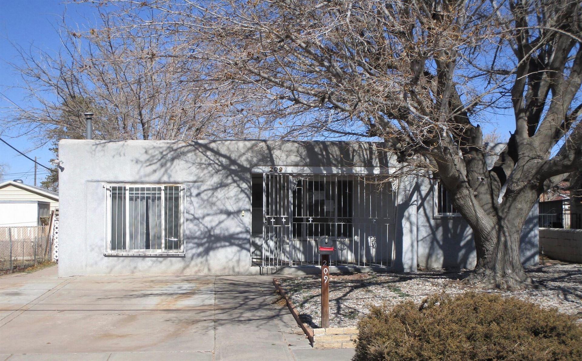 Photo of 209 ARVADA Avenue NE, Albuquerque, NM 87102 (MLS # 985722)