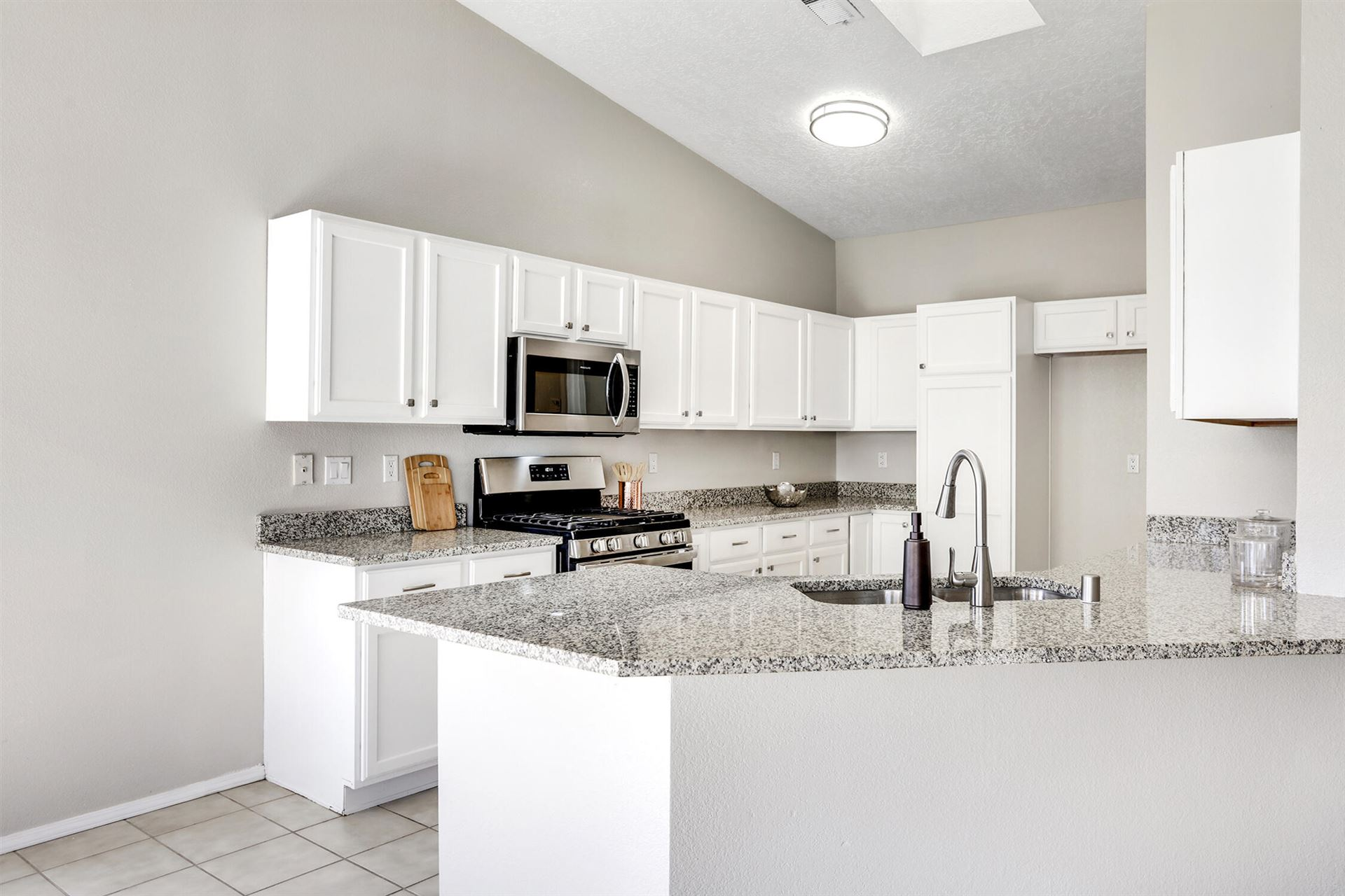 Photo for 1301 SUMMERFIELD Place SW, Albuquerque, NM 87121 (MLS # 1001723)