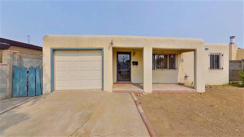 Photo of 516 DAKOTA Street SE, Albuquerque, NM 87108 (MLS # 996725)