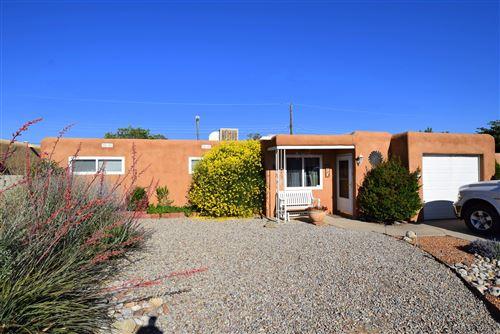 Photo of 213 Moon Street NE, Albuquerque, NM 87123 (MLS # 970748)