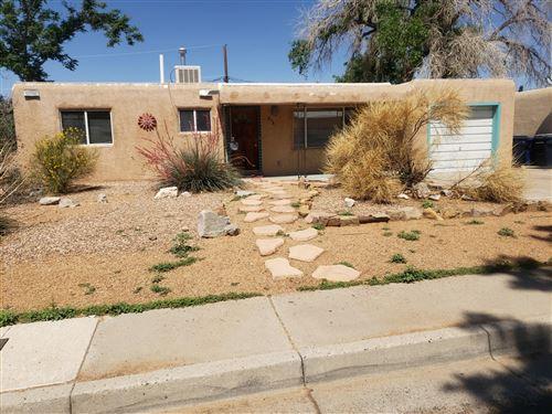 Photo of 2321 KIMO Drive NE, Albuquerque, NM 87110 (MLS # 993750)