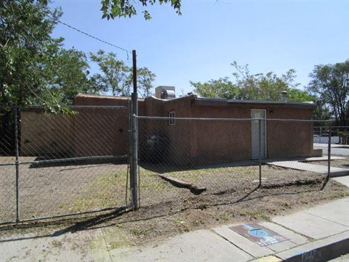 Photo of 2024 HINKLE Street SE, Albuquerque, NM 87102 (MLS # 977761)