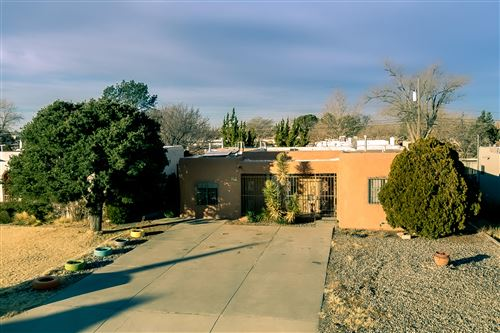 Photo of 313 Manzano Street NE, Albuquerque, NM 87108 (MLS # 982763)