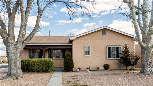 Photo of 1100 MONROE Street SE, Albuquerque, NM 87108 (MLS # 982781)