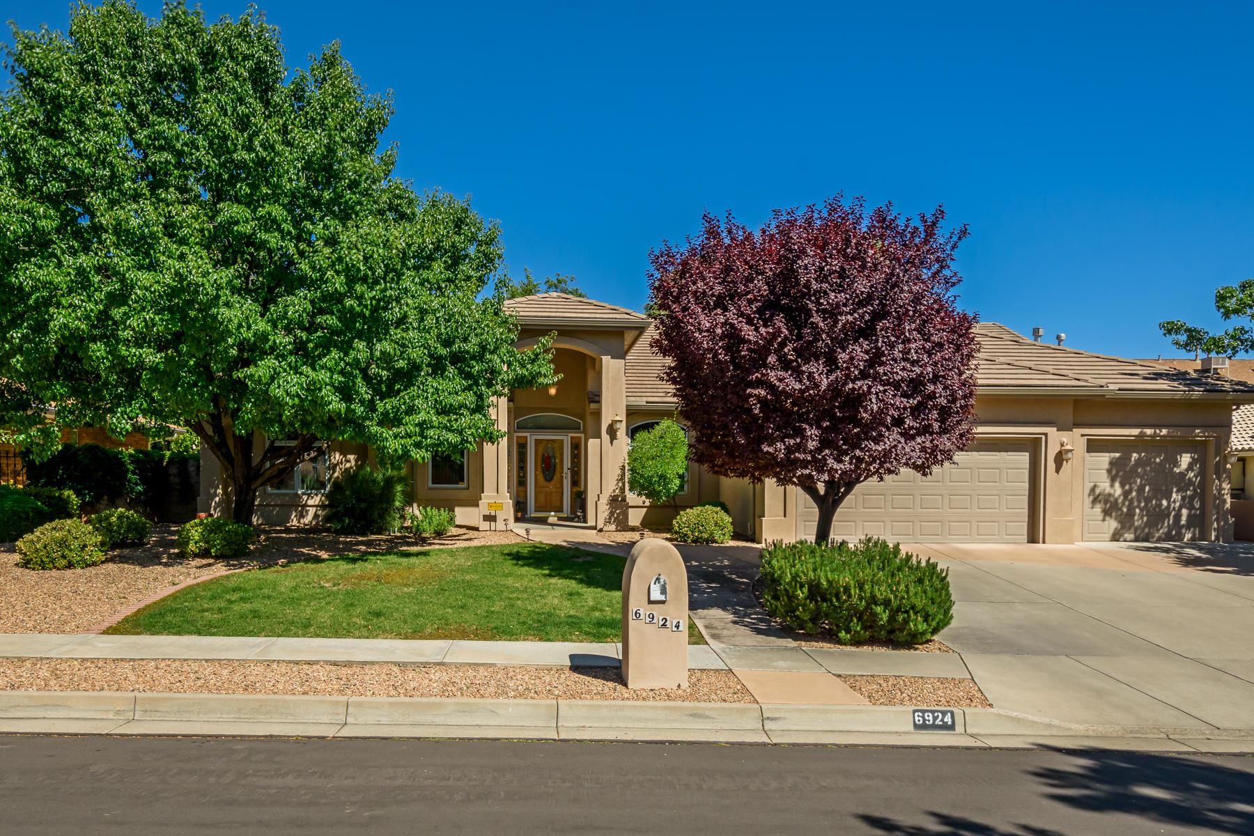 Photo of 6924 BRANDYWINE Loop NE, Albuquerque, NM 87111 (MLS # 968808)