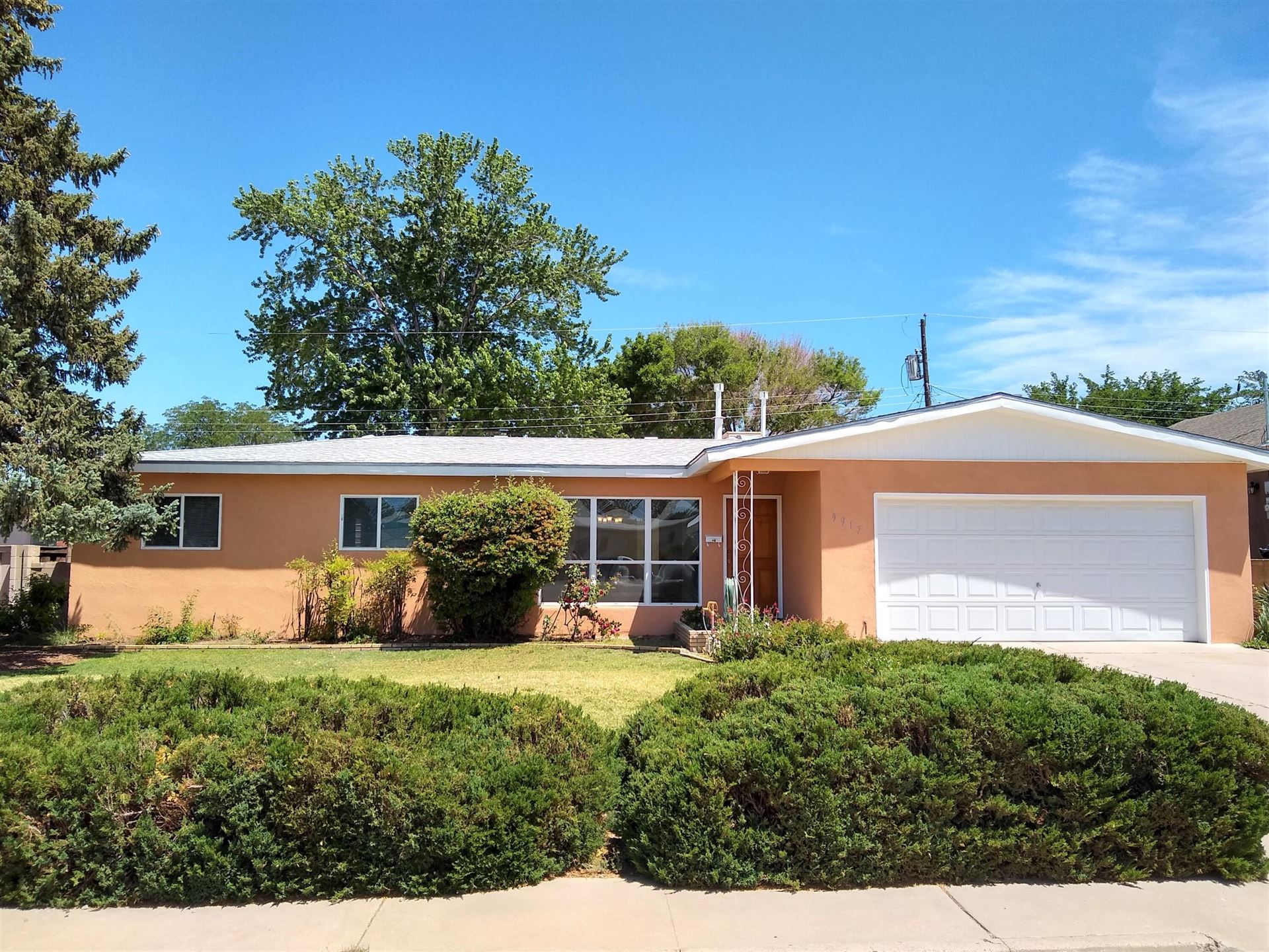 Photo of 9917 Robin Avenue NE, Albuquerque, NM 87112 (MLS # 992810)