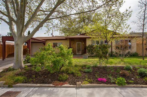 Photo of 320 SIERRA Place NE, Albuquerque, NM 87108 (MLS # 989835)